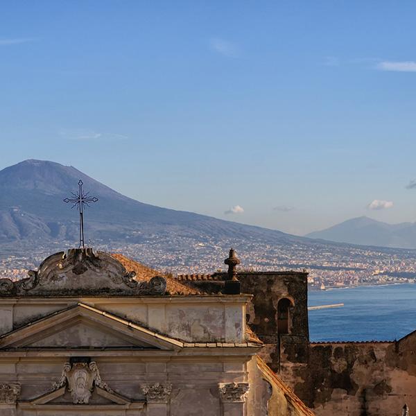 Vista del golfo di Napoli con il Vesuvio